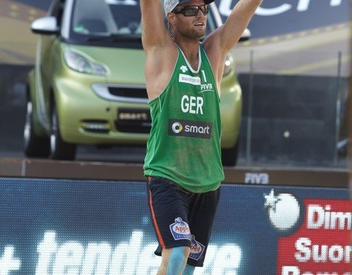 Julius Brink mit Smart zur Olympiade