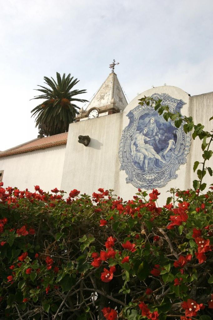 Kirche Nossa Senhora da Piedade am Hauptplatz von Vila Baleira.