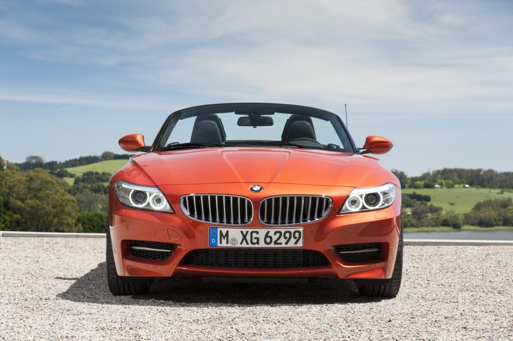 Klappt der BMW Z4 sein elektrisches Metallverdeck weg, wird aus dem schmucken Quasi-Coupé ein sonnenhungriger Roadster
