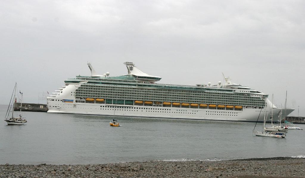 Kreuzfahrtschiffe steuern auf der Hauptinsel immer wieder Funchal an.