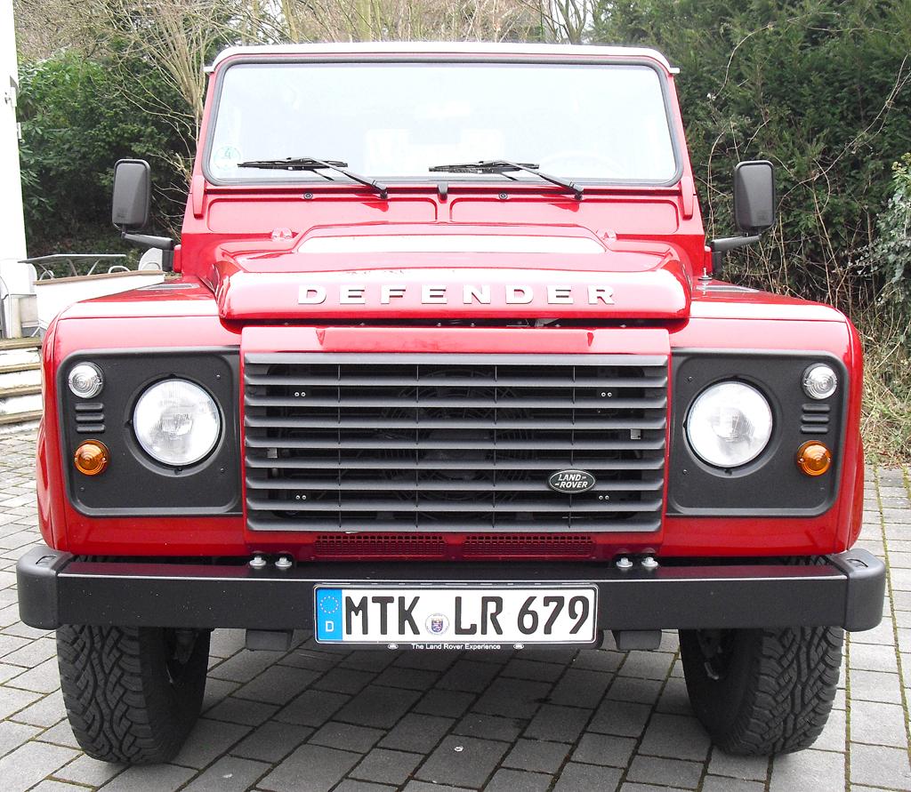 Land Rover Defender: Blick auf die Frontpartie.
