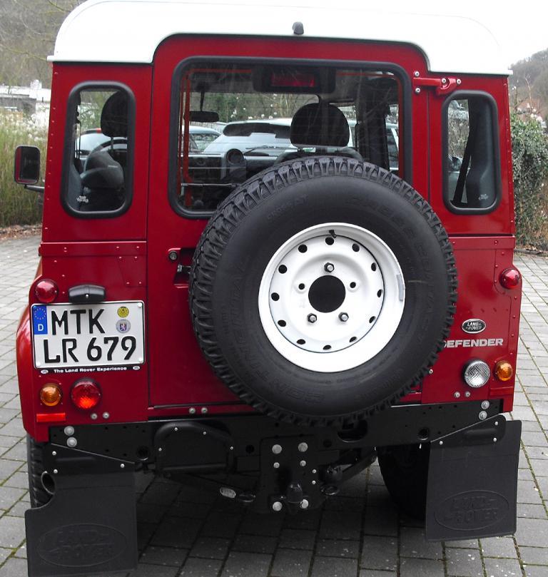 Land Rover Defender: Blick auf die Heckpartie.