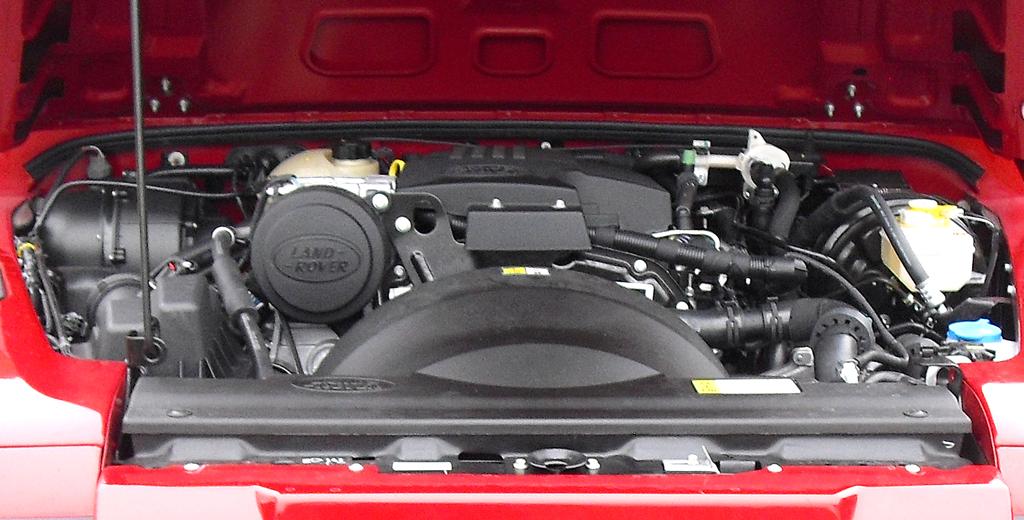 Land Rover Defender: Blick auf die einzig verfübare Motorisierung, den 2,2-Liter-Diesel.