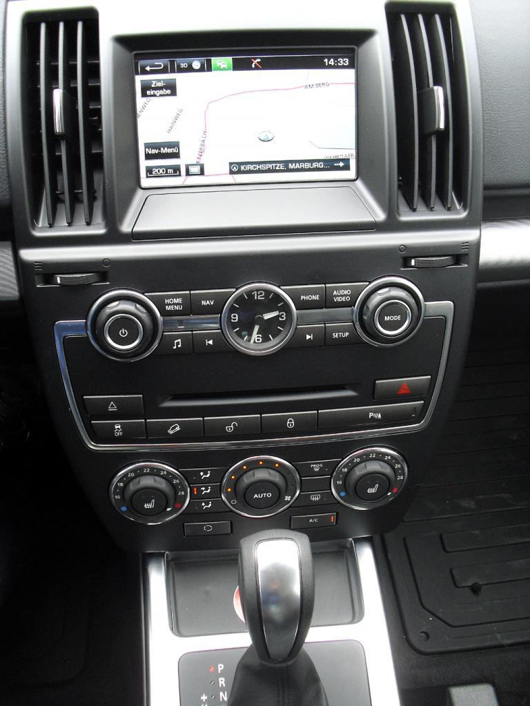 Land Rover Freelander: Blick auf den mittleren Armaturenträger.