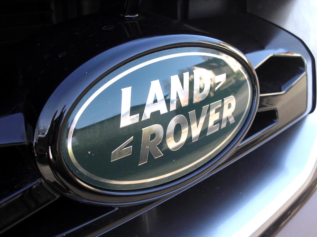 Land Rover Freelander: Das Markenlogo findet sich vorn seitlich im Kühlergrill.