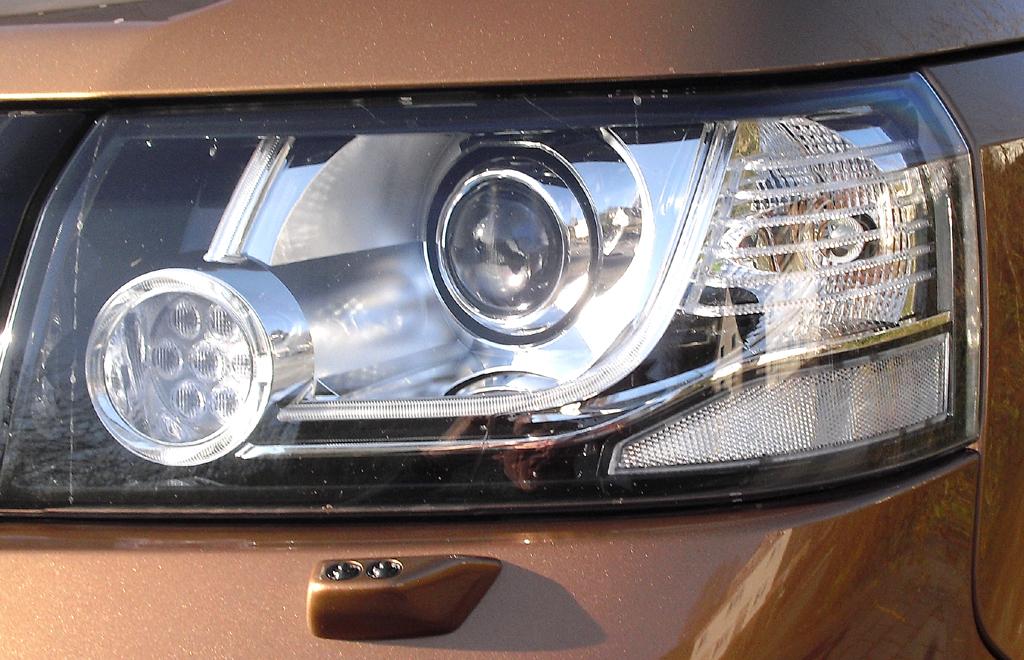 Land Rover Freelander: Moderne Leuchteinheit vorn.
