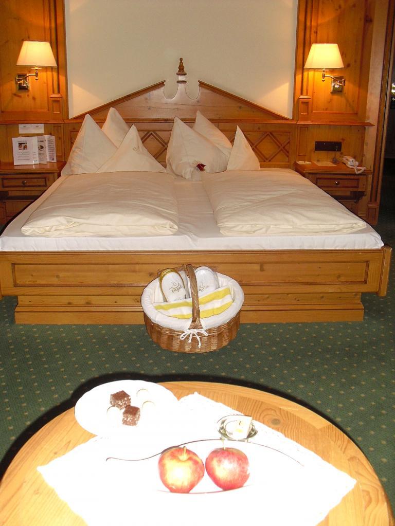 Landhaus-Stil: Die Zimmer sind alpenländisch-behaglich eingerichtet ...