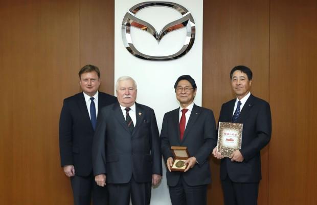 Lech Walesa besucht Mazda-Zentrale in Hiroshima