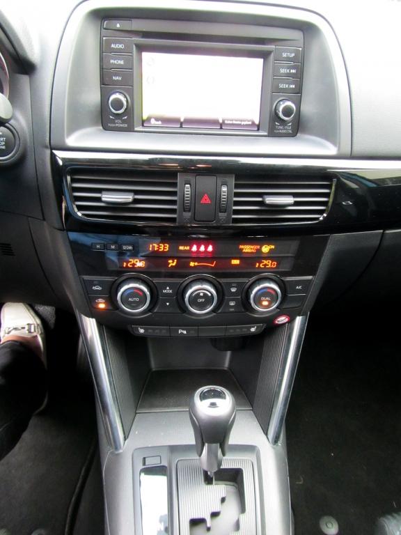 Mazda CX-5: Blick auf den mittleren Armaturenträger.