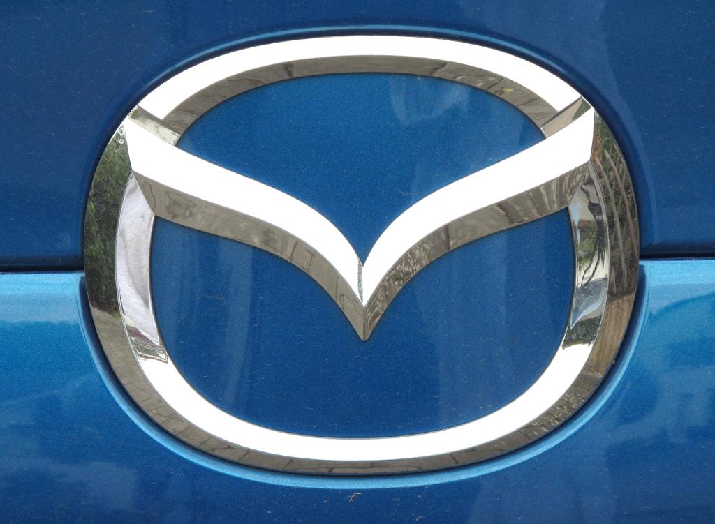 Mazda CX-5: Markenlogo auf der Heckklappe.