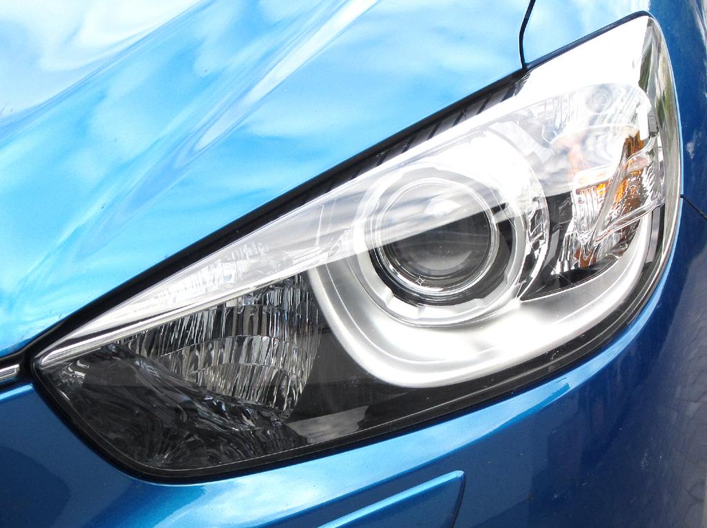 Mazda CX-5: Moderne Leuchteinheit vorn.