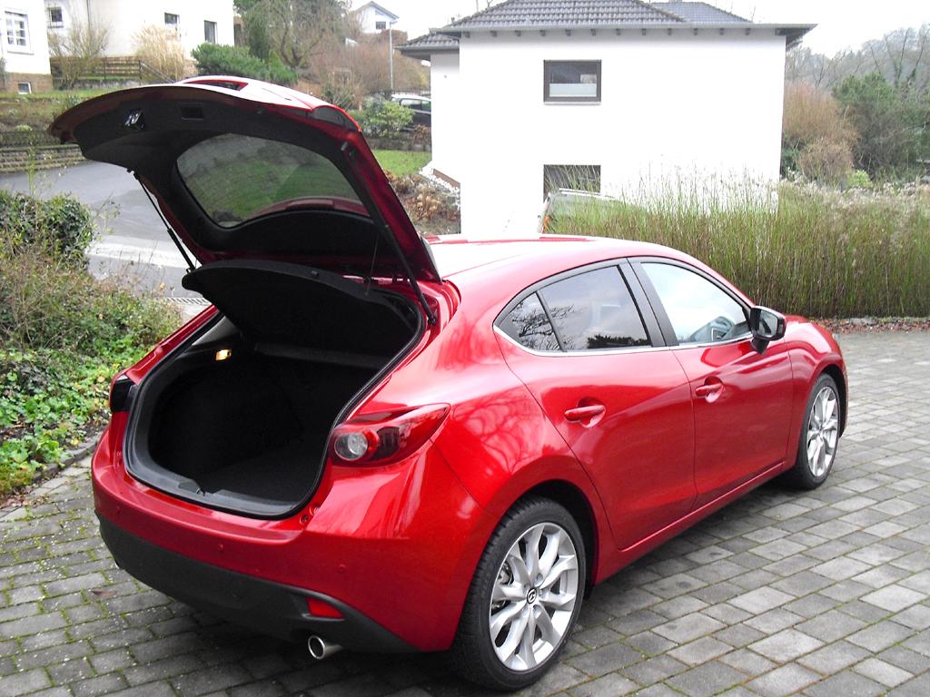Mazda3: Das Gepäckabteil fasst 364 bis 1263 Liter.