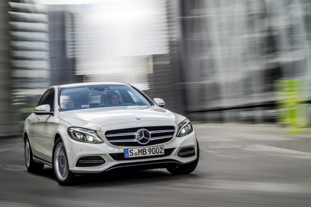 Mercedes lässt den Käufern die Wahl zwischen zwei unterschiedlichen Fronten.