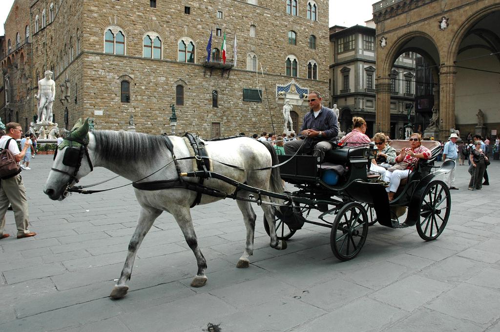Mit einem PS durch Florenz und am Palazzo Vecchio vorbei.