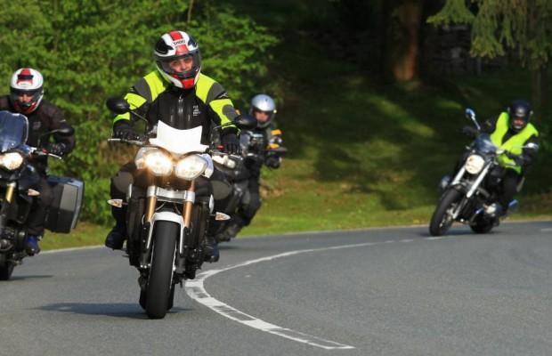 Motorradfahren: Schutzkleidung mindert Risiken
