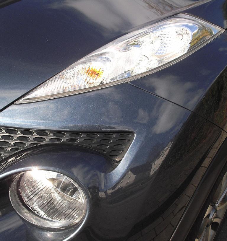 Nissan Juke: Blick auf Leuchteinheit vorn.