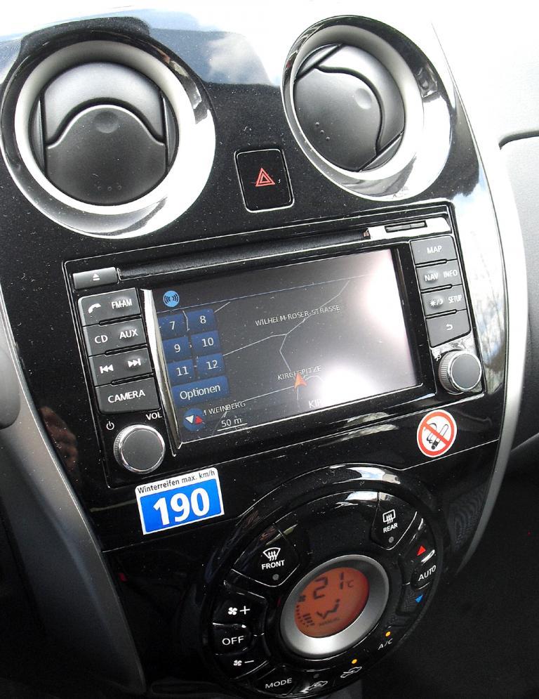 Nissan Note: Blick auf den mittleren Armaturenträger.