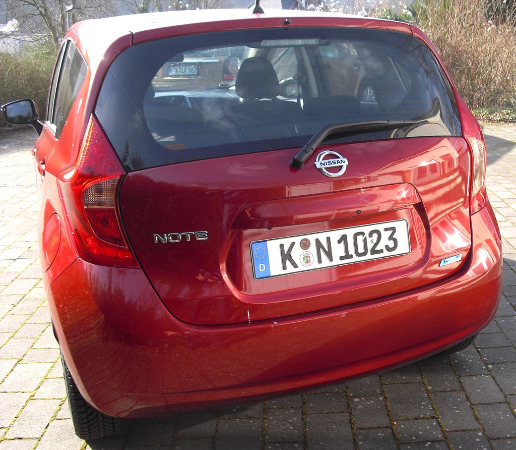 Nissan Note: Blick auf die Heckpartie.