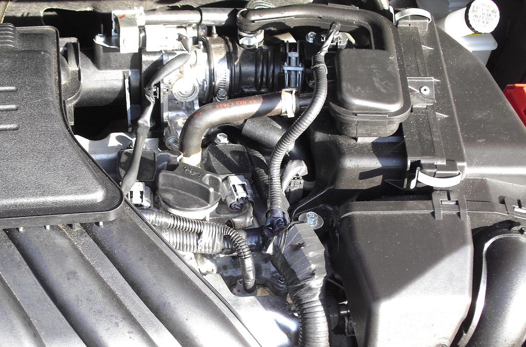 Nissan Note: Blick unter die Haube auf den 1,2-Liter-Dreizylinder.