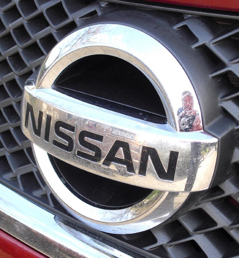Nissan Note: Das Markenlogo sitzt vorn mittig im Kühlergrill.