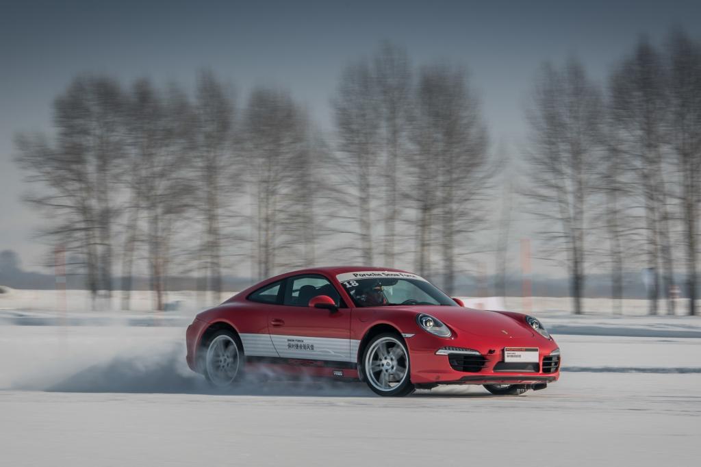 Porsche organisiert derartige Veranstaltungen weltweit und lockt die Kunden auch in die kalten Regionen Kanadas, Finnlands und Italiens.