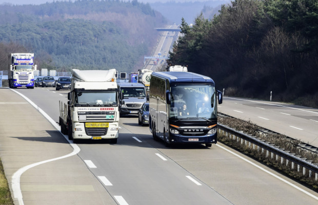 Predictive Powertrain Control senkt Verbrauch im Setra Reisebus