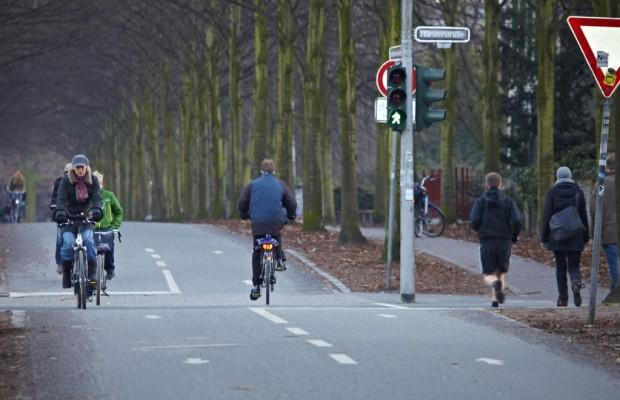 Radler ohne Helm: Keine Mithaftung nach Unfall