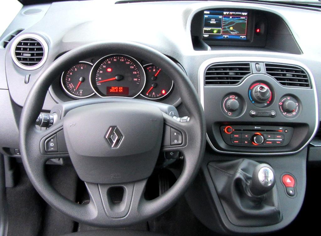Renault Kangoo: Blick ins recht übersichtlich gestaltete Cockpit.
