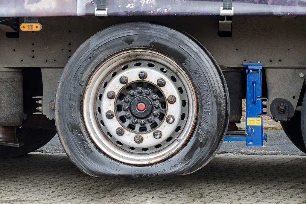 Rettung für Lkw-Fahrer: Das schwebend Rad