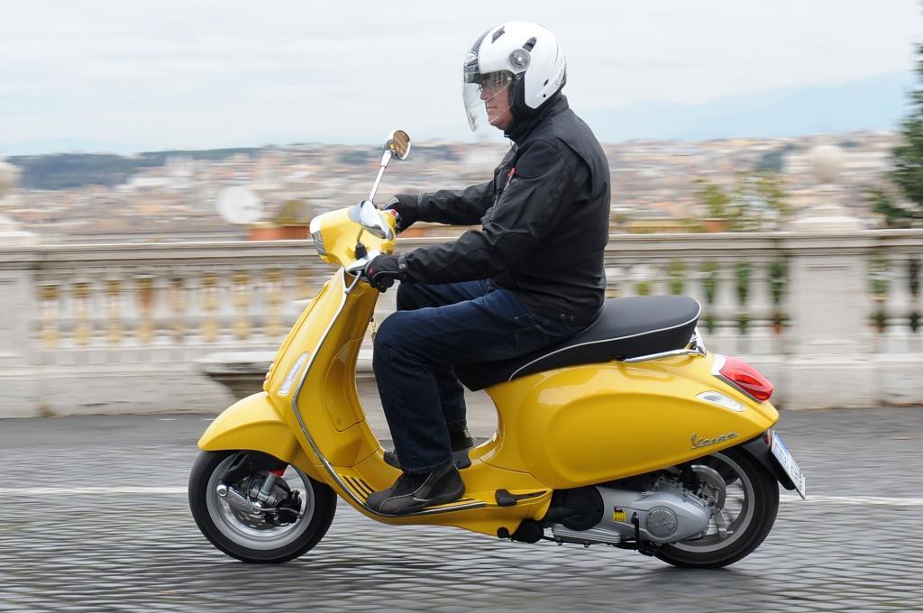 Roms Straßen sind ein Martyrium für Fahrwerke - von Autos wie von Zweirädern und für deren Fahrer