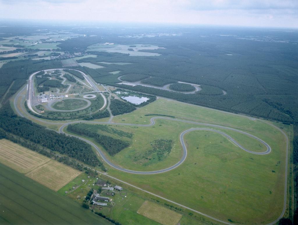 Rund um die Uhr, rund um die Welt: Reifenentwicklung