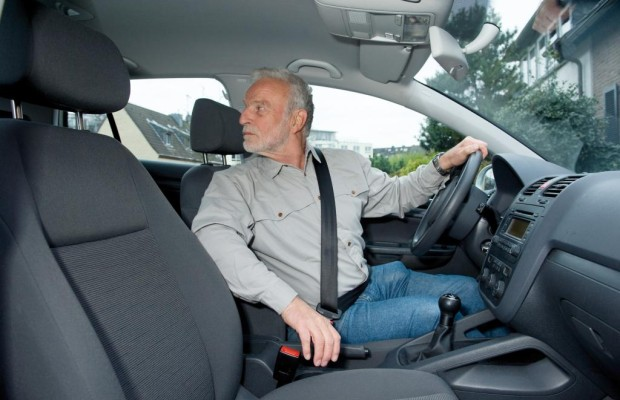 Senioren am Steuer - Tauglichkeitstest für ältere Autofahrer?