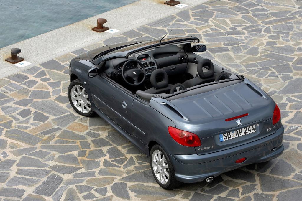 Von 2000 bis 2007 gebaut wurde das beliebte Kleinwagen-Cabrio wegen seines Stahldachs oft als Alltagsauto genutzt - Foto: Peugeot