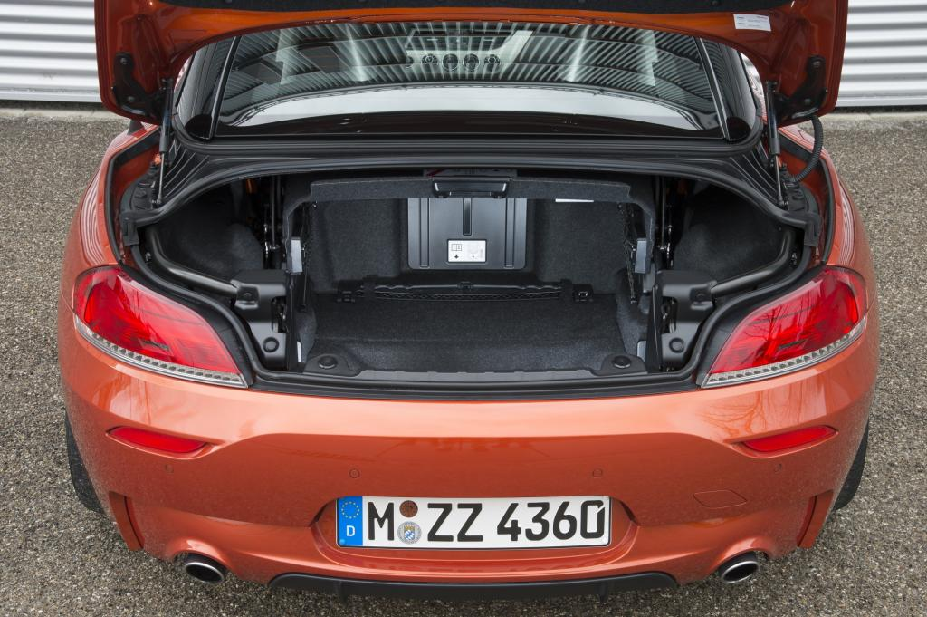 Wer offen fahren will, sollte sich auf kleines Gepäck beschränken: Nur noch 180 Liter fasst der Kofferraum bei geöffnetem Dach, geschlossen sind es 310