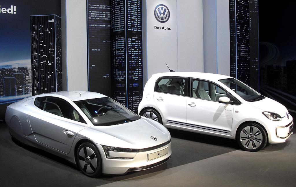 Zukunft wird Gegenwart: Links VW-Ein-Liter-Auto XL1, rechts E-Up.
