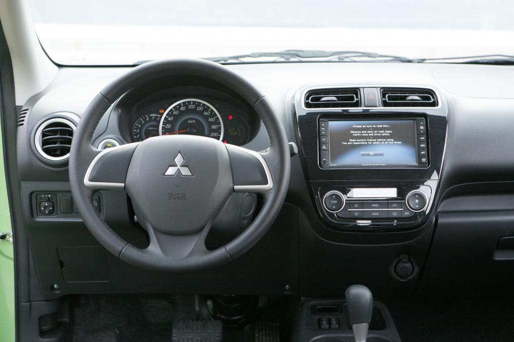 Zum Serienumfang zählen unter anderem Klimaautomatik, Navi, Musikanlage sowie Bluetooth