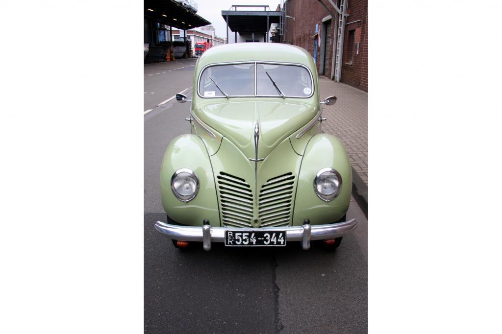 """""""Schnell, sparsam, zuverlässig!"""", pries im Herbst 1948 die Werbung den neuen """"Wagen der Kölner Ford-Produktion"""" an"""