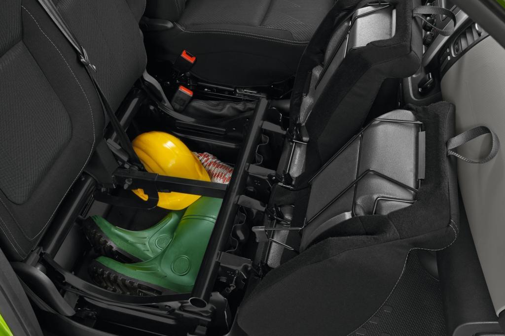 14 Staufächer, unter anderem unter den Beifahrersitzkissen, helfen Ordnung zu halten Platz für einen Laptop - Foto: Renault