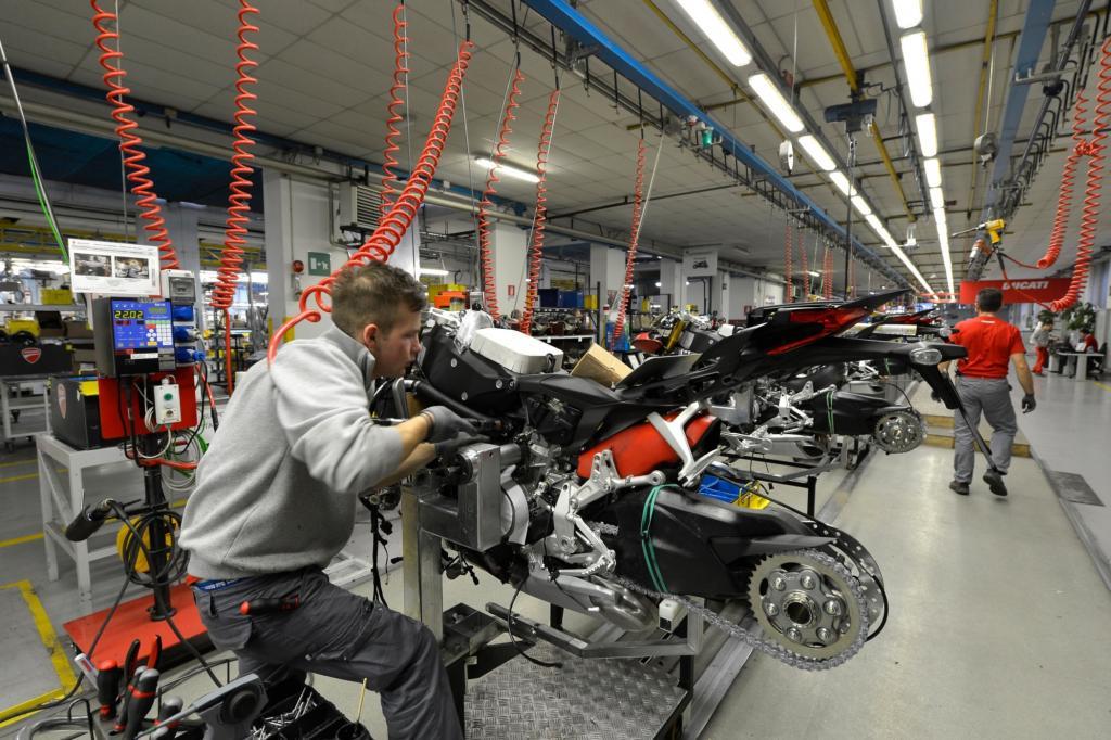 An vier Produktionslinien stehen täglich bis zu 350 Ducatis in Borgo Panigale.