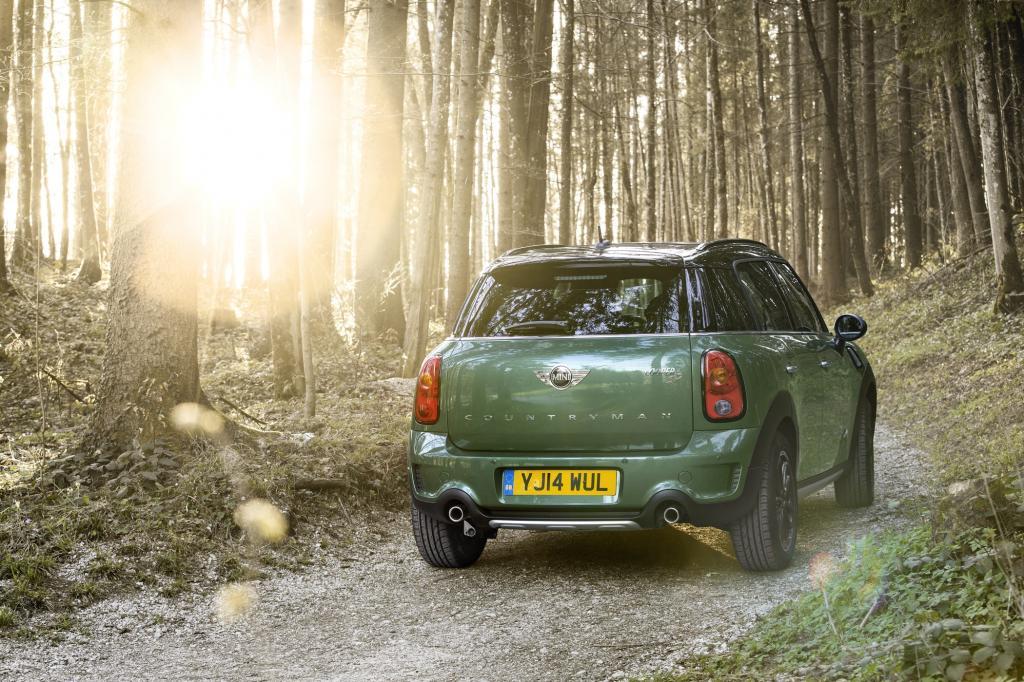 Anders als beim Kleinwagen Mini, den es nun in der neuen Generation gibt, handelt es sich bei dem Fünftürer um eine Modellpflege