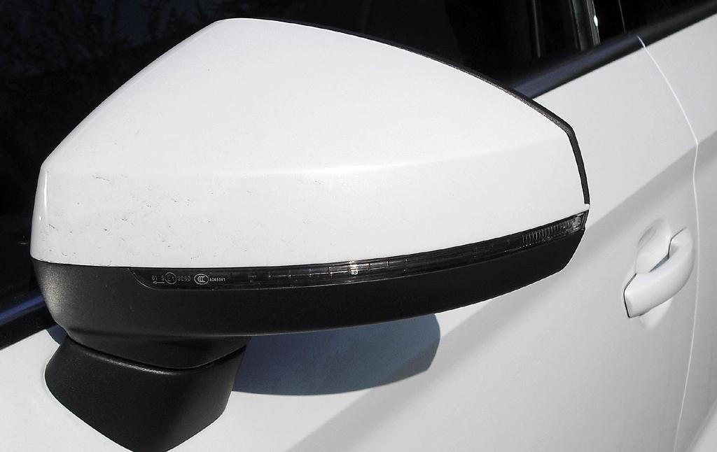 Audi A3: In die Außenspiegel sind schmale Blinkstreifen integriert.