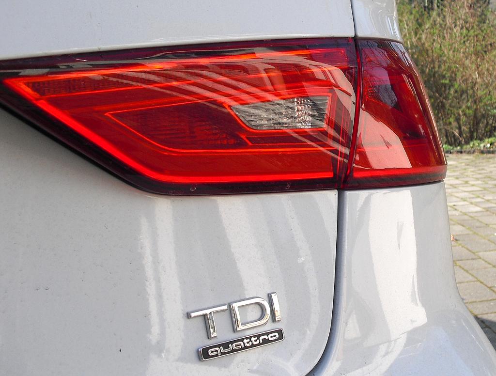 Audi A3: Moderne Leuchteinheit hinten mit Antriebsschriftzug.