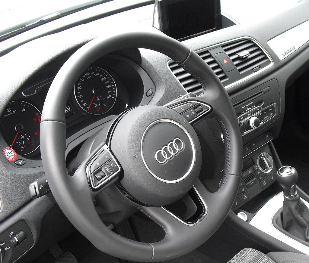 Audi Q3: Blick ins sportlich-funktionelle Cockpit.