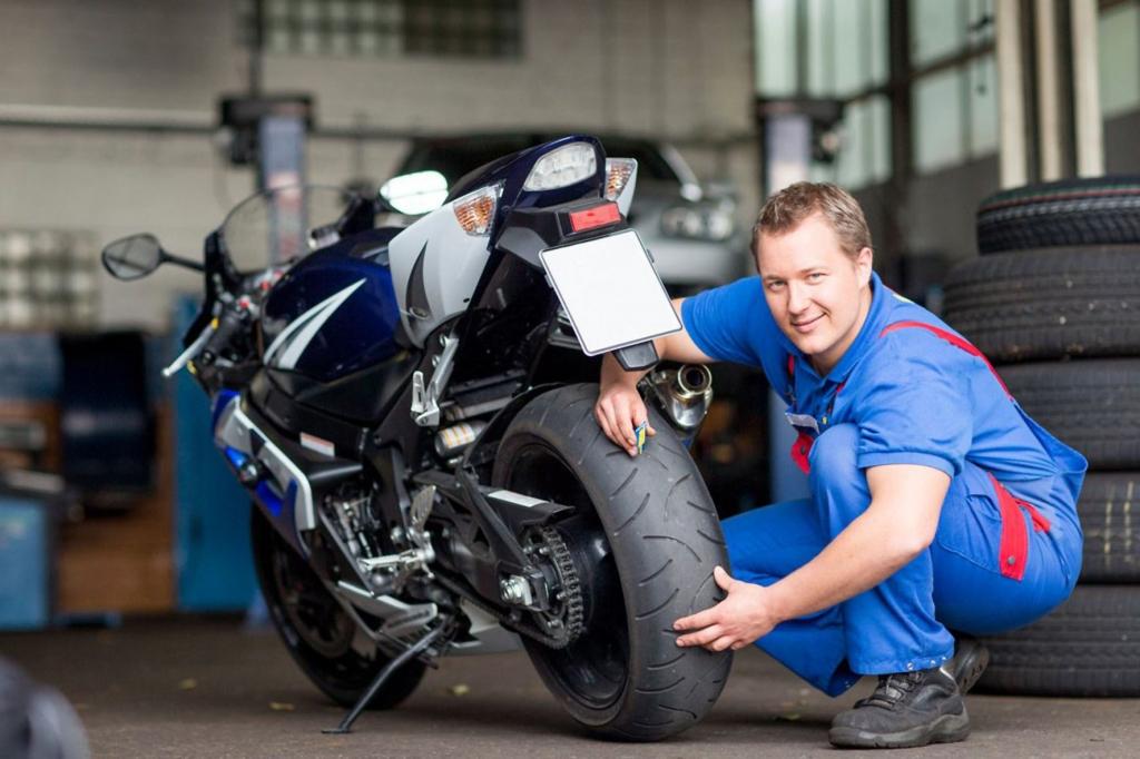 Auf die nächste längere Tour sollten sich Mensch und Maschine gut vorbereiten. - Bild (2): djd/MotorradreifenDirekt
