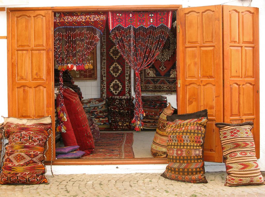 Blick in einen Teppichladen von Fethiye.