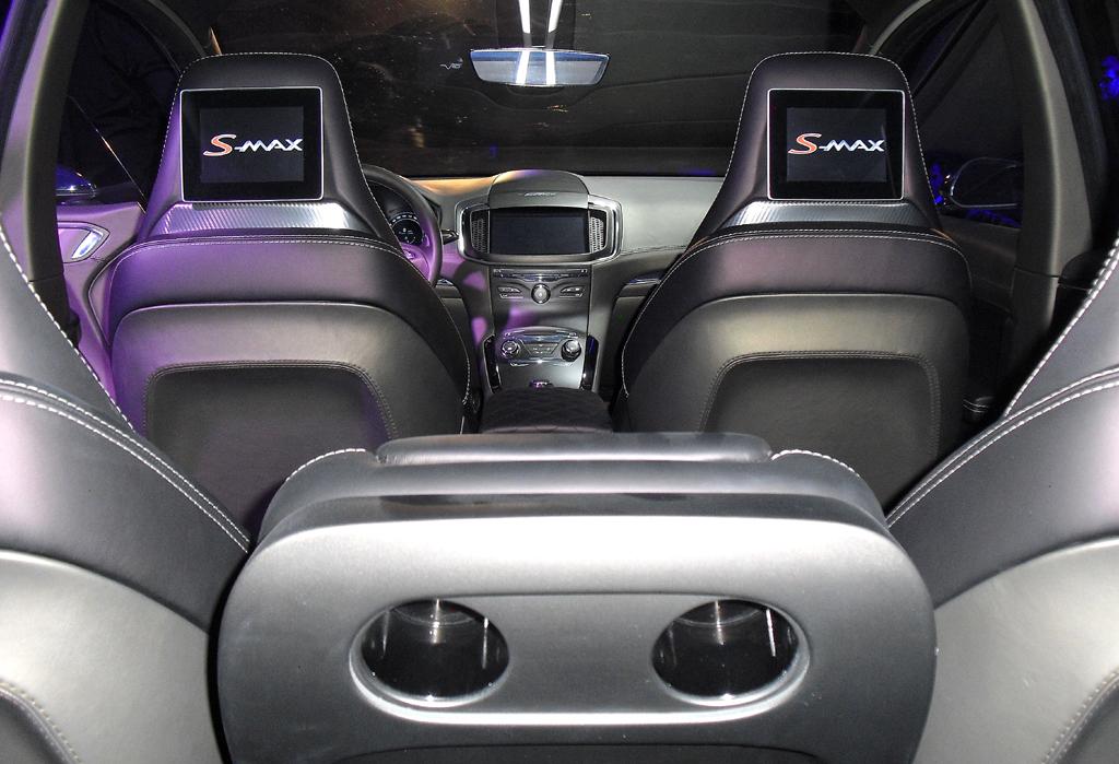 Blick von hinten in den wertigen Fahrgastraum.