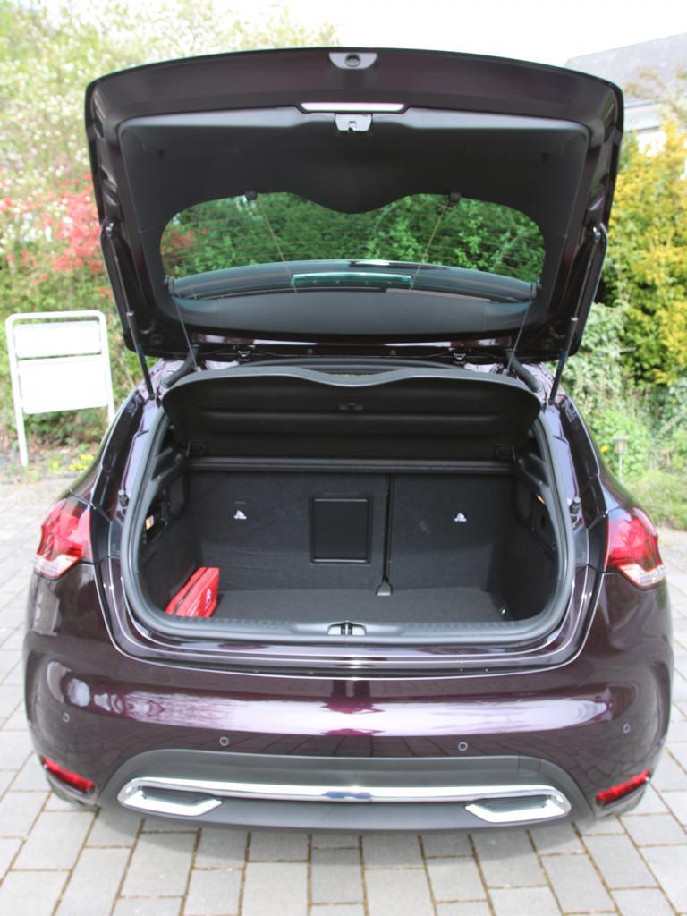 Citroën DS4: Das Gepäckabteil fasst erweiterbare 385 Liter.