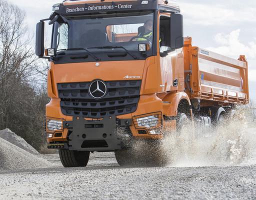Daimler Nutzfahrzeuge präsentiert komplettes Produktportfolio