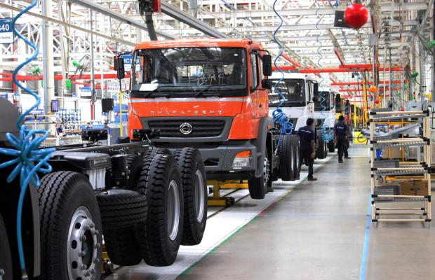 Daimler Trucks setzt 10 000 Bharat-Benz in Indien ab