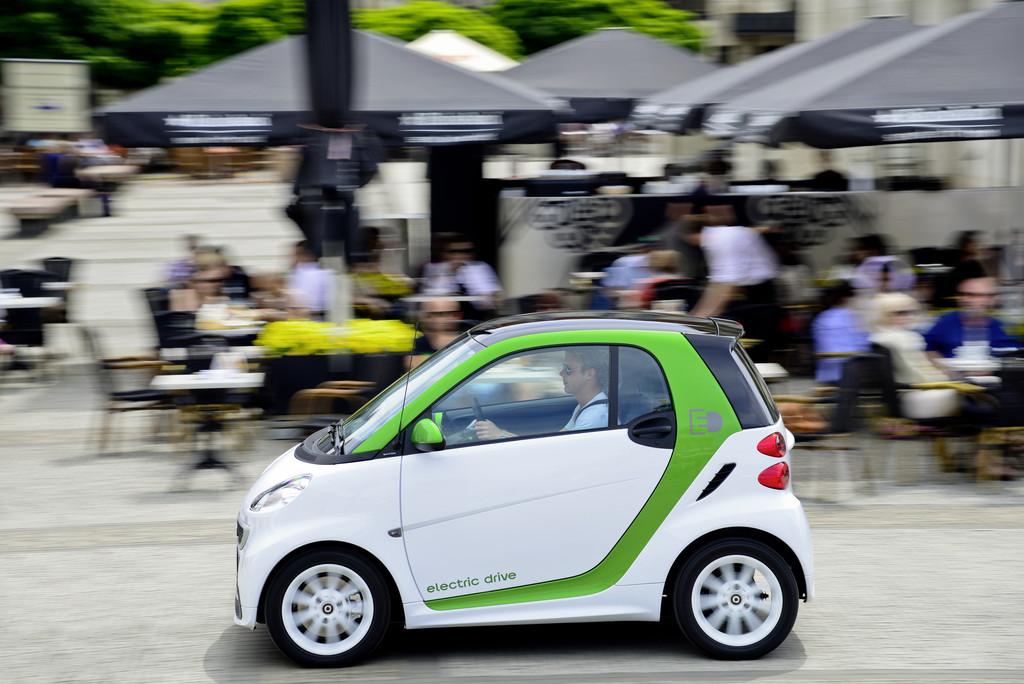 Daimler übernimmt Lithiumionen-Aktivitäten von Evonik